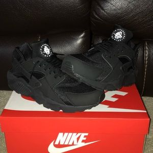 Nike Air Huaraches Triple blacks